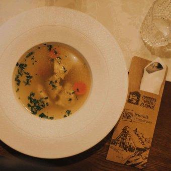 Teleća juha s domaćim knedlama